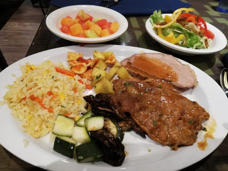 MSCスプレンディダのビュッフェレストランの食事例